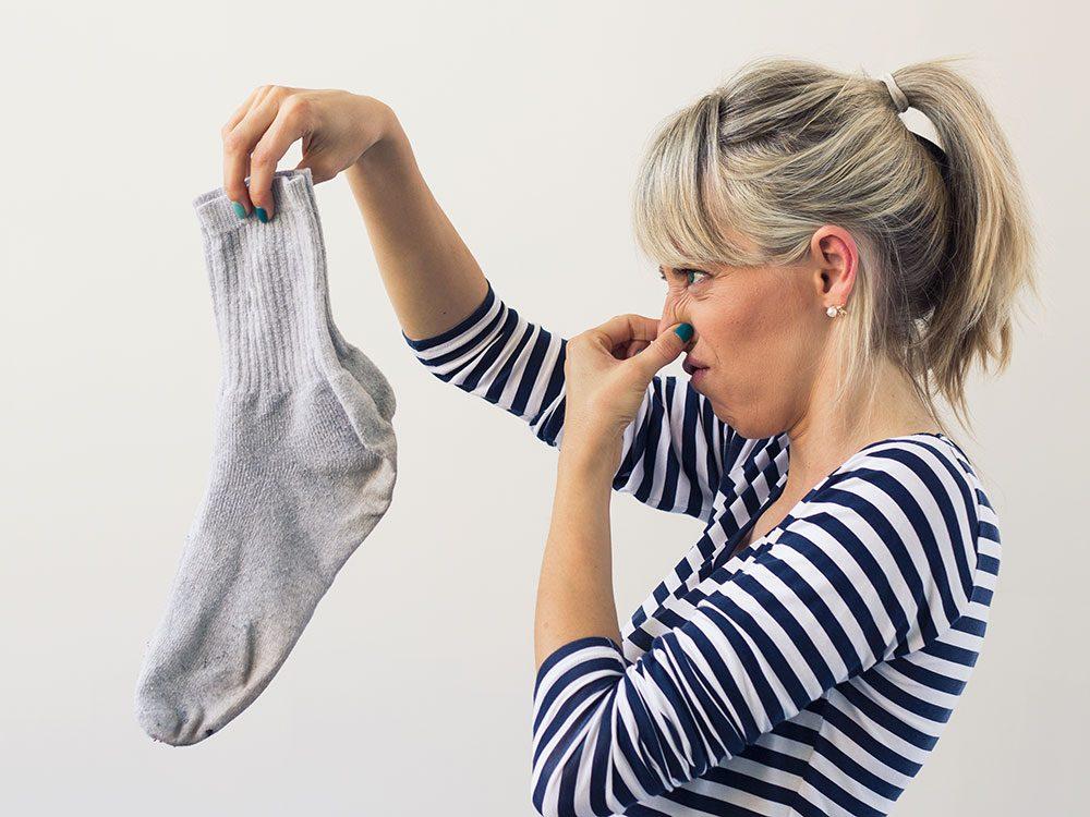 Use vinegar to deodorize smelly socks
