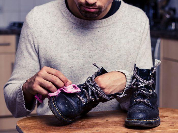 Use vinegar to remove scuffs