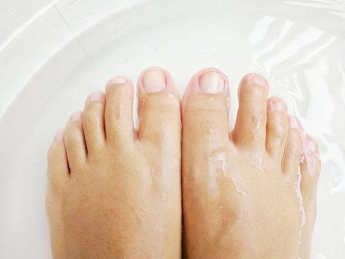 Use vinegar to soften rough feet