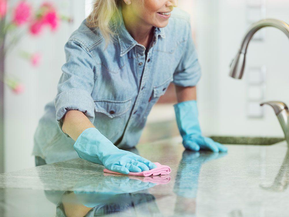 30 Brilliant New Household Uses For Vinegar Reader S Digest