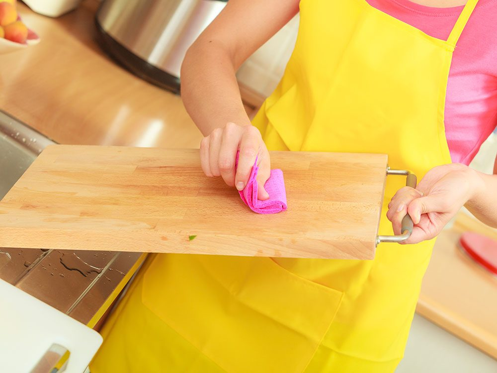Uses for vinegar - clean cutting boards