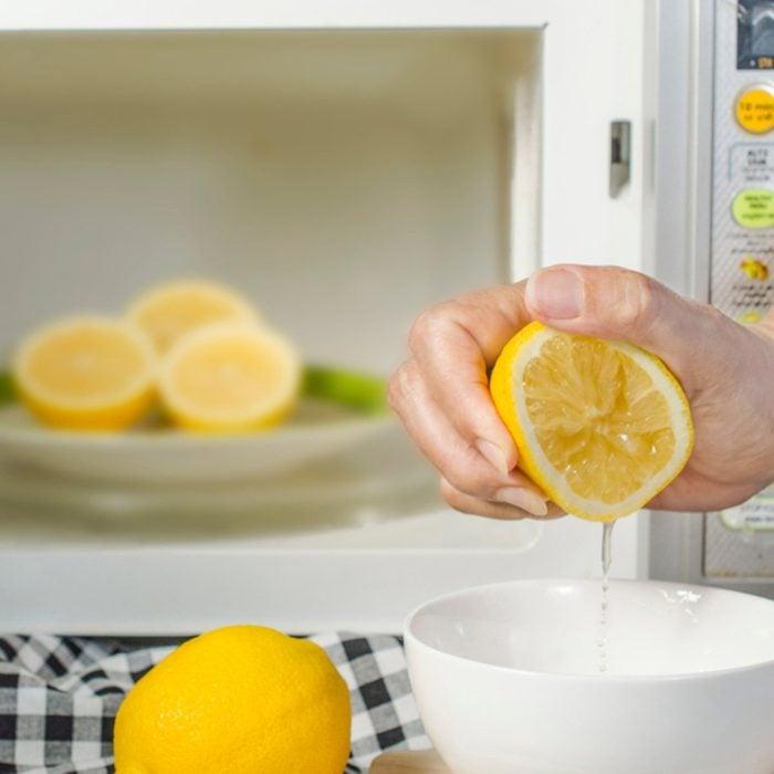 Squeezing lemon