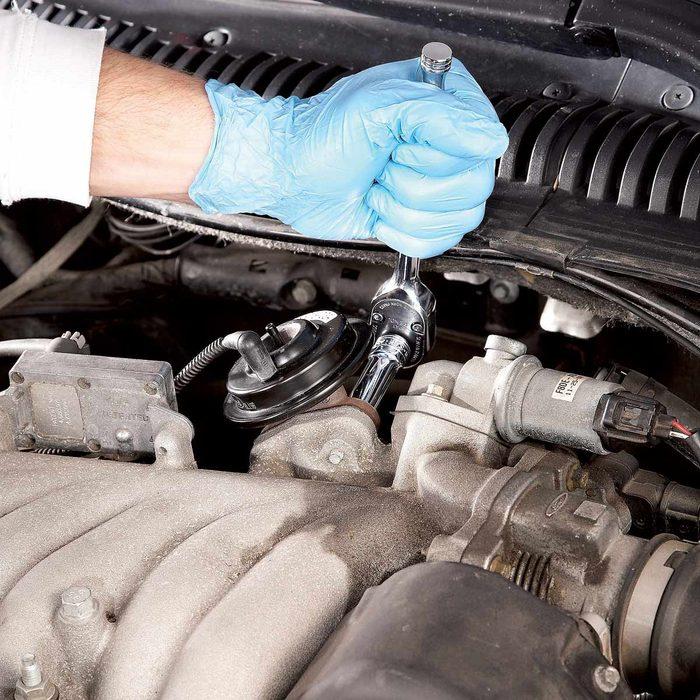 Cleaning EGR valve