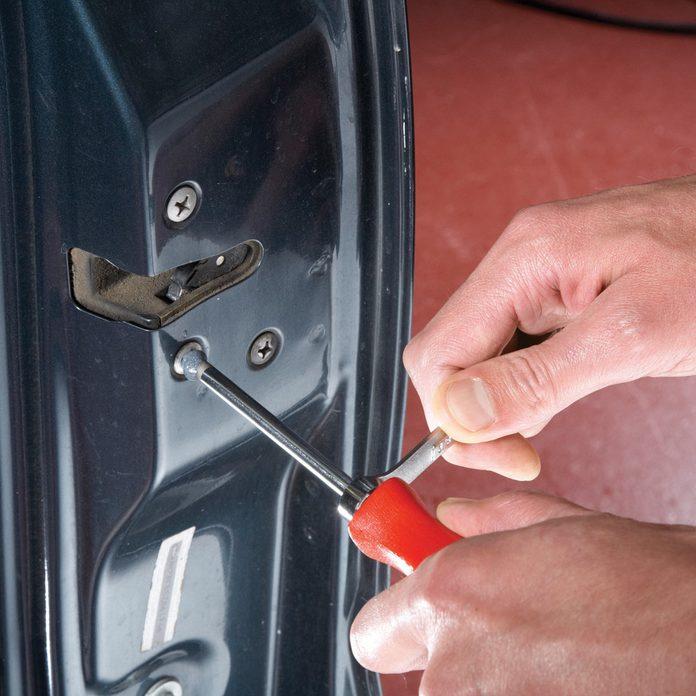 Removing stuck Phillips screw