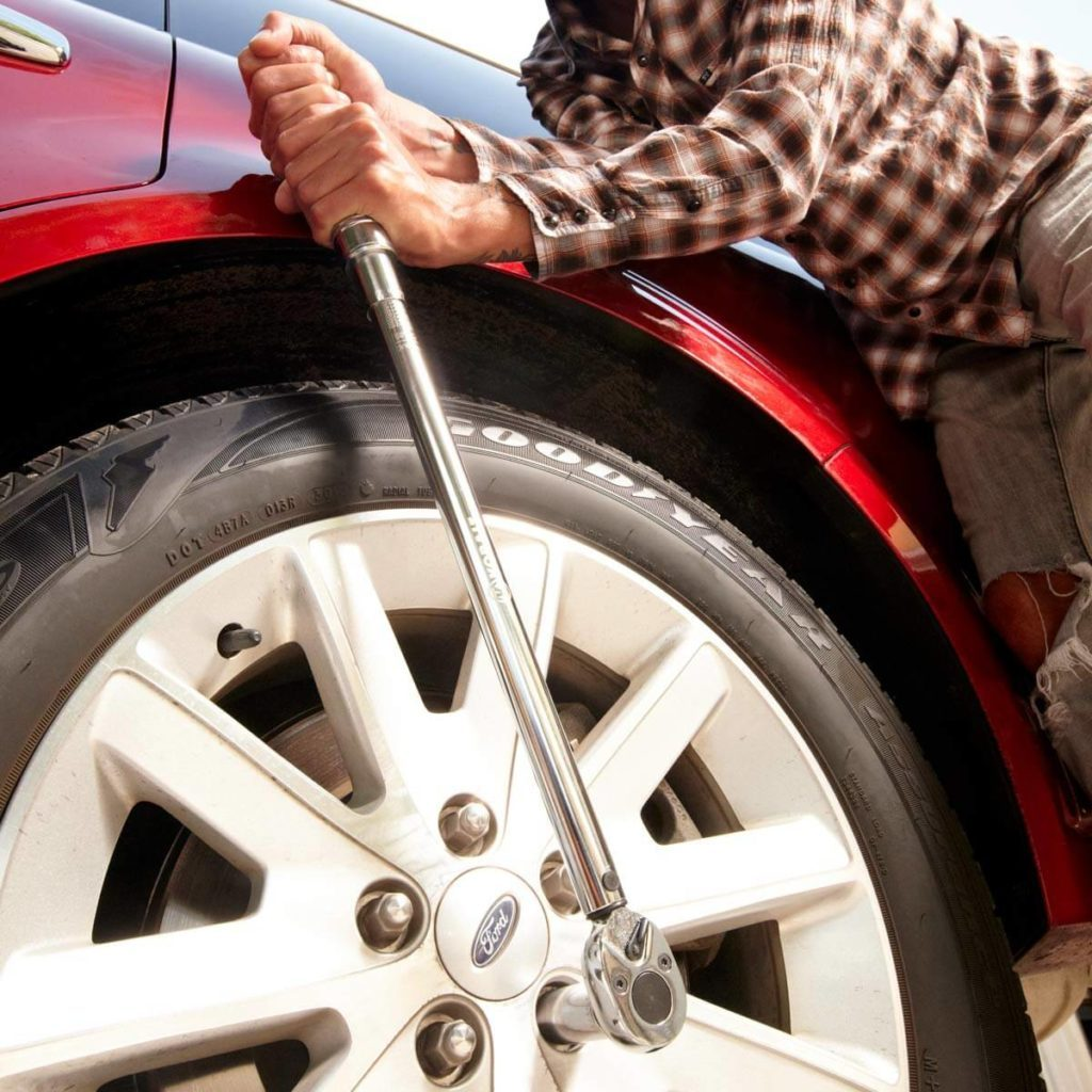 Car repair - torque wrench