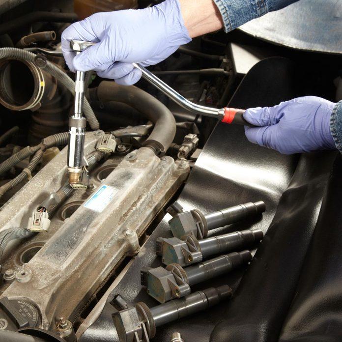 Repairing spark plugs