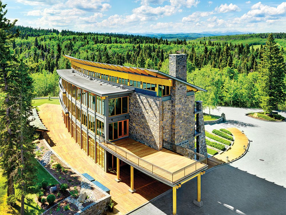 Day trips from Calgary - Azuridge Estate Hotel