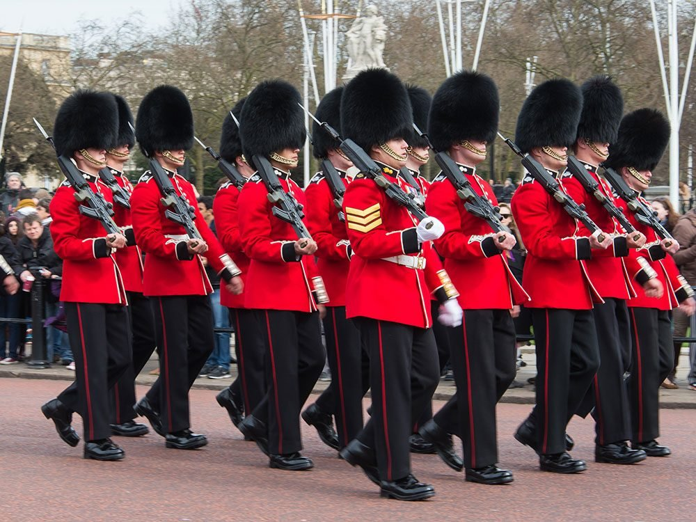 London attractions - Changing the guard