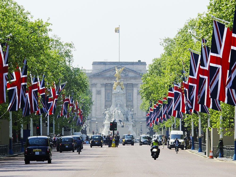 London attractions - The Mall, Buckingham Palace