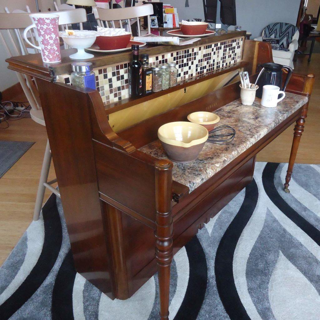 Piano breakfast bar