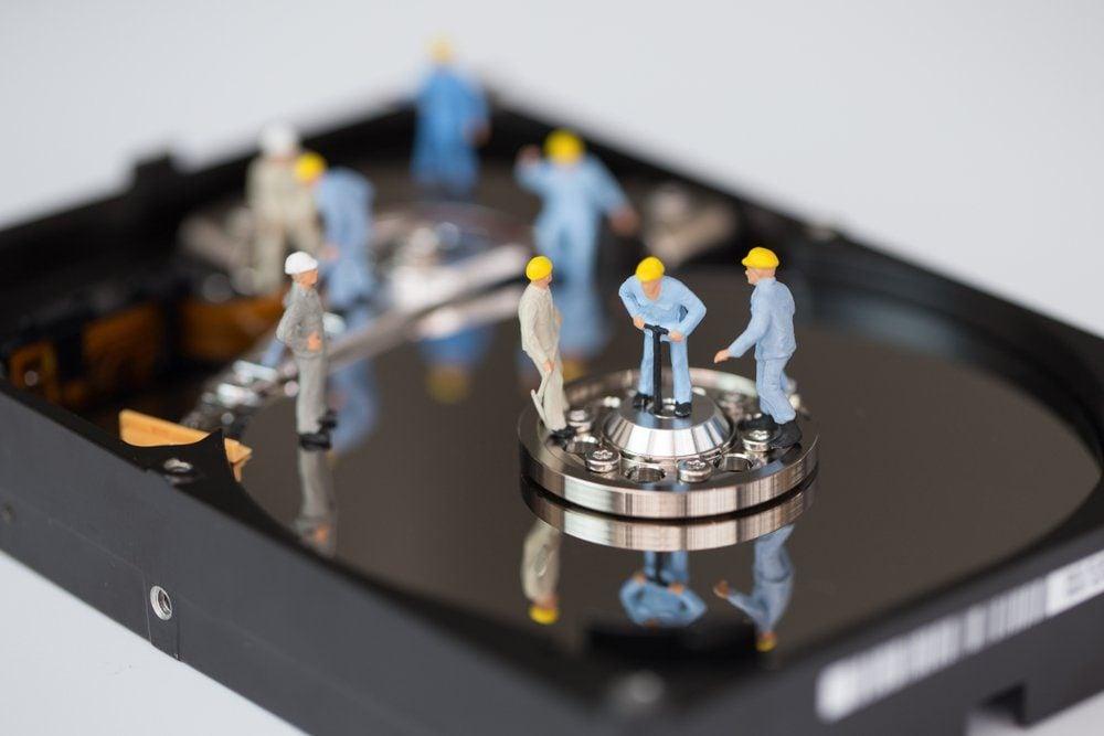 Engineering team to repair the hard disk