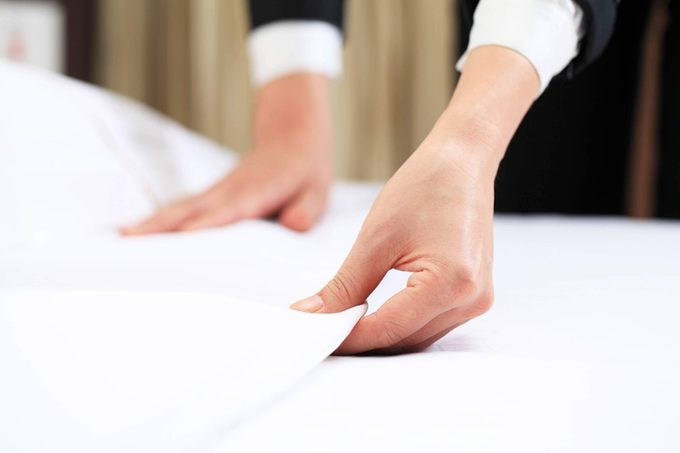 This-Is-the-Real-Reason-Why-Hotels-Use-White-Bedsheets_327603341_Joey-Chung