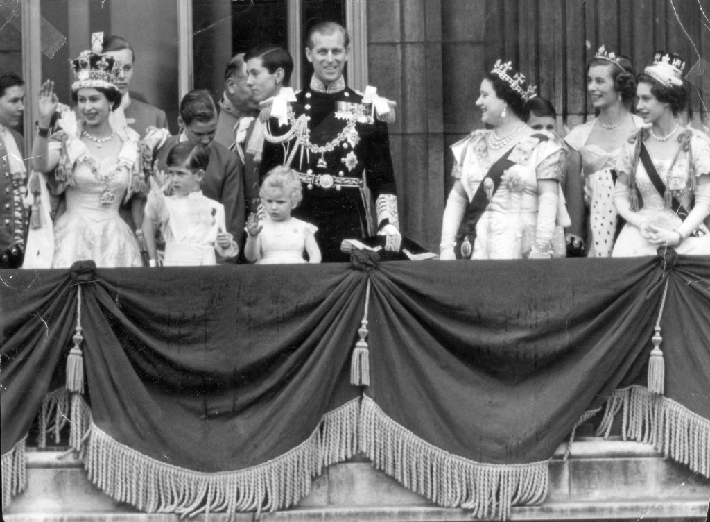 Coronation Day 2nd June 1953 As Soon As The Procession Ended The Crowds Began To Flood Down The Mall Towards The Palace. They Creid 'we Want The Queen!' And At 5.30p.m. The Newly Crowned Queen Stepped On To The Balcony Of Buckingham Palace To Be Ac