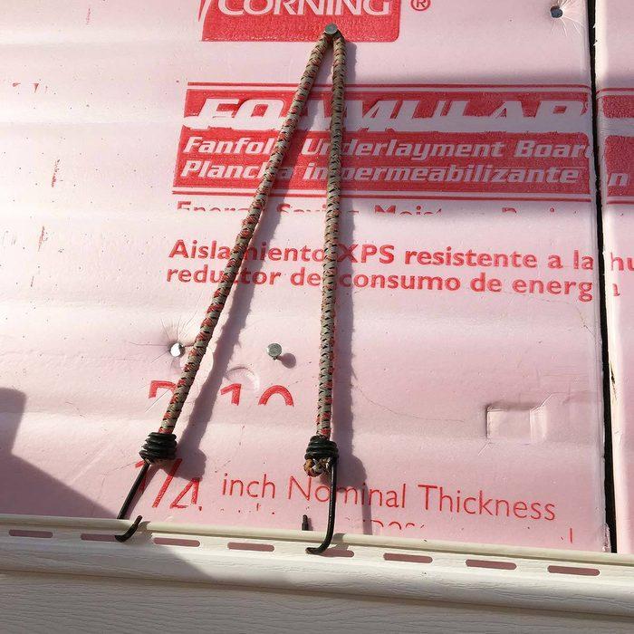 Vinyl siding helper bungee cord
