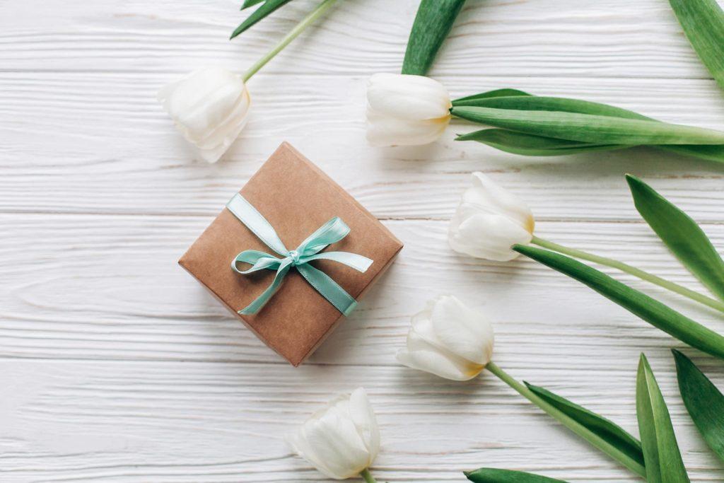 gift present flowers