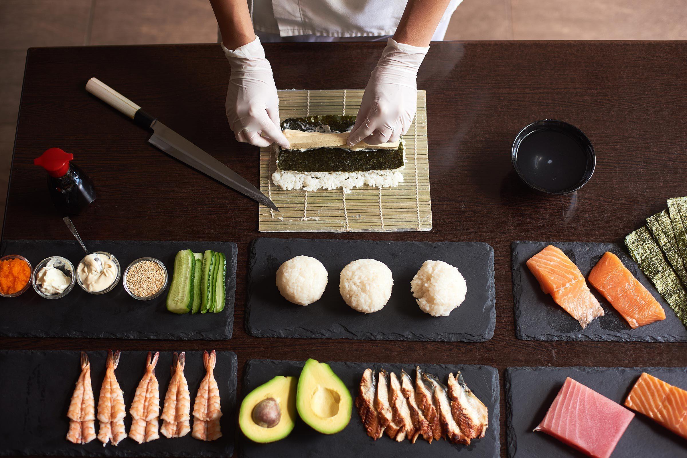 making sushi chef