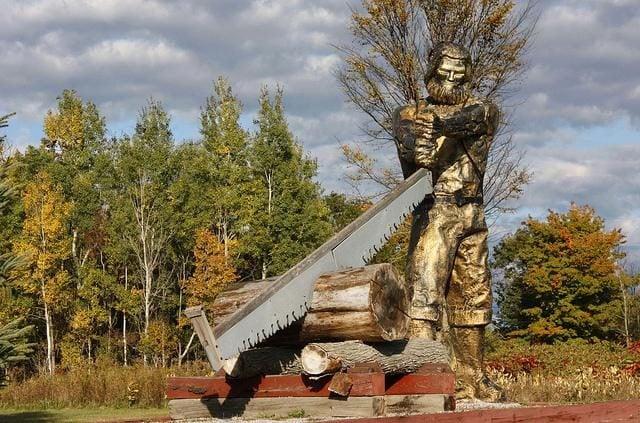 Roadside attractions across Canada - Sawyer the lumberjack