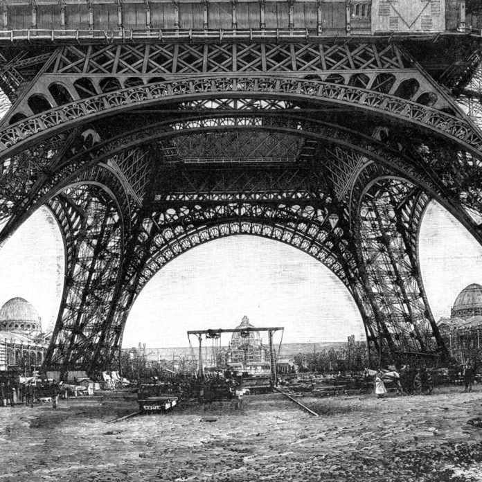 9 Historical Photos of Famous Landmarks Under Construction