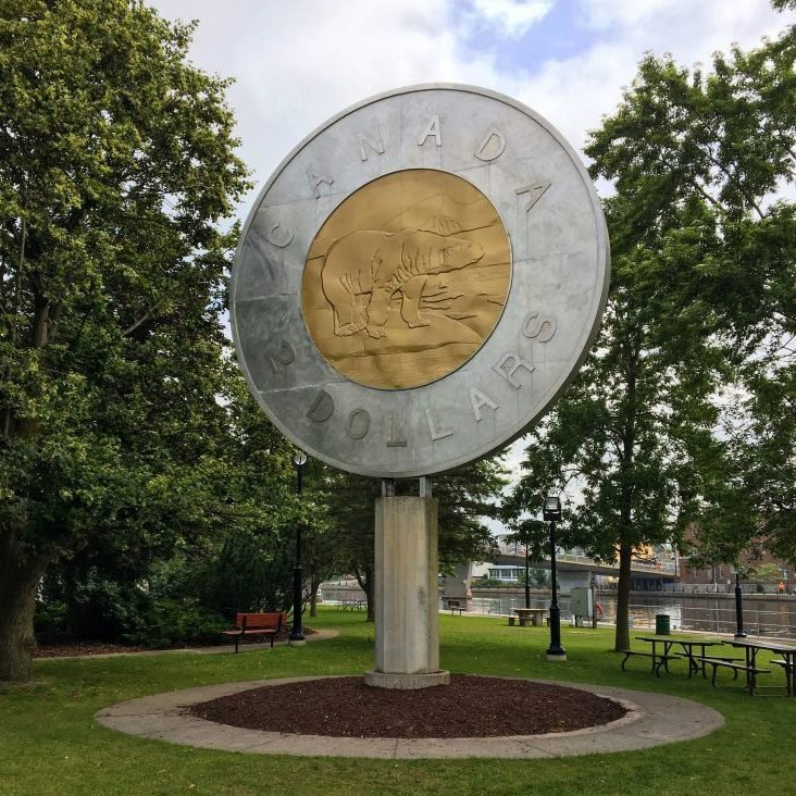 Roadside attractions across Canada - Giant toonie