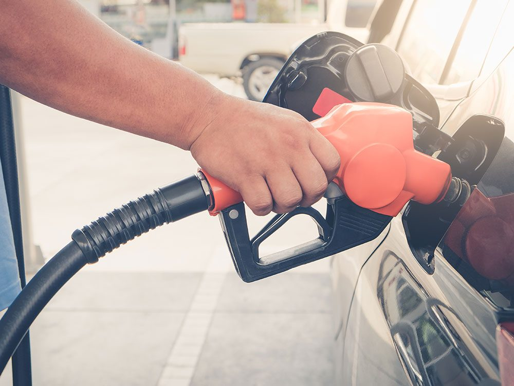 Things you should never do to your car - smoke while pumping gas