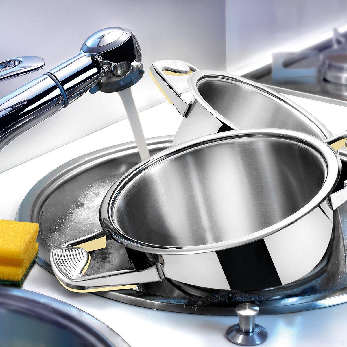 Tableware in sink/Washing tableware in sink with water