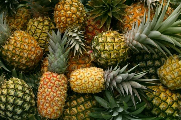 Hawaiian pineapples background