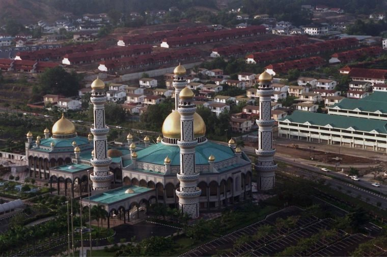PRINCE CHARLES VISITING BRUNEI - 1996