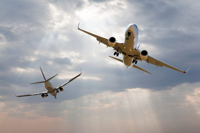 danger between two aircraft during flight (aviation accident)