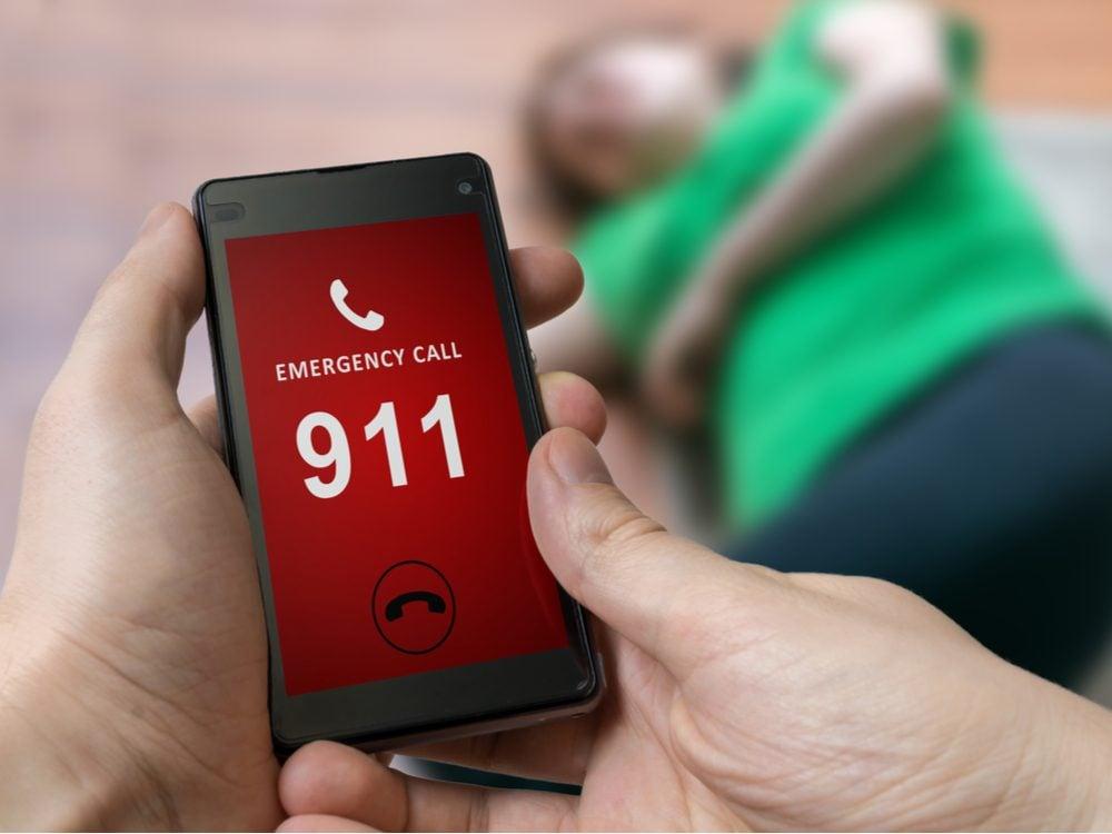 13 things paramedic call 911