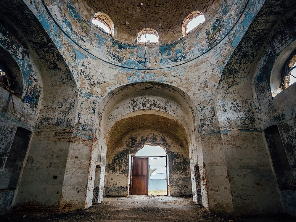 Chilling photos of abandoned places around the world - Lipovka church