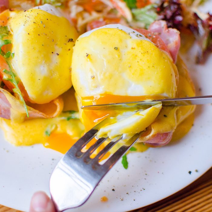 Egg poached with bacon on toast