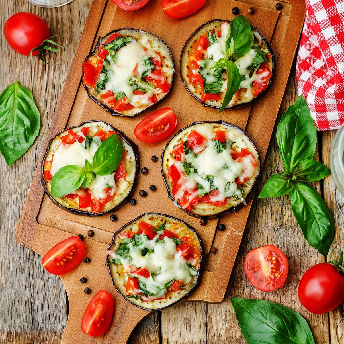 pizza eggplant with tomatoes and Basil. the toning.