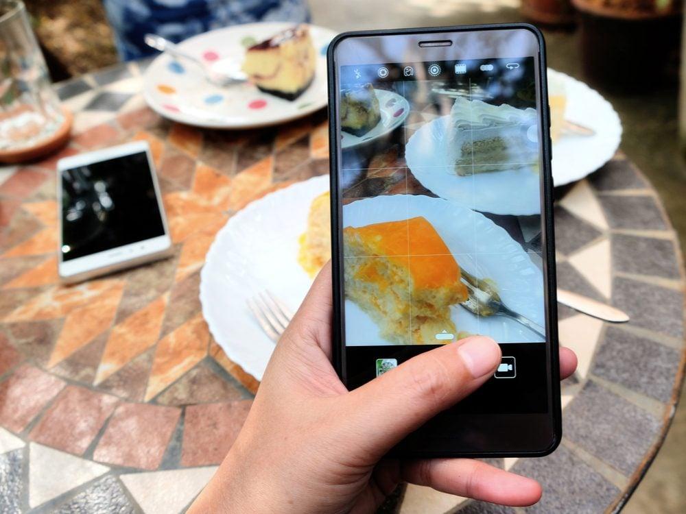 food tweets cake fork