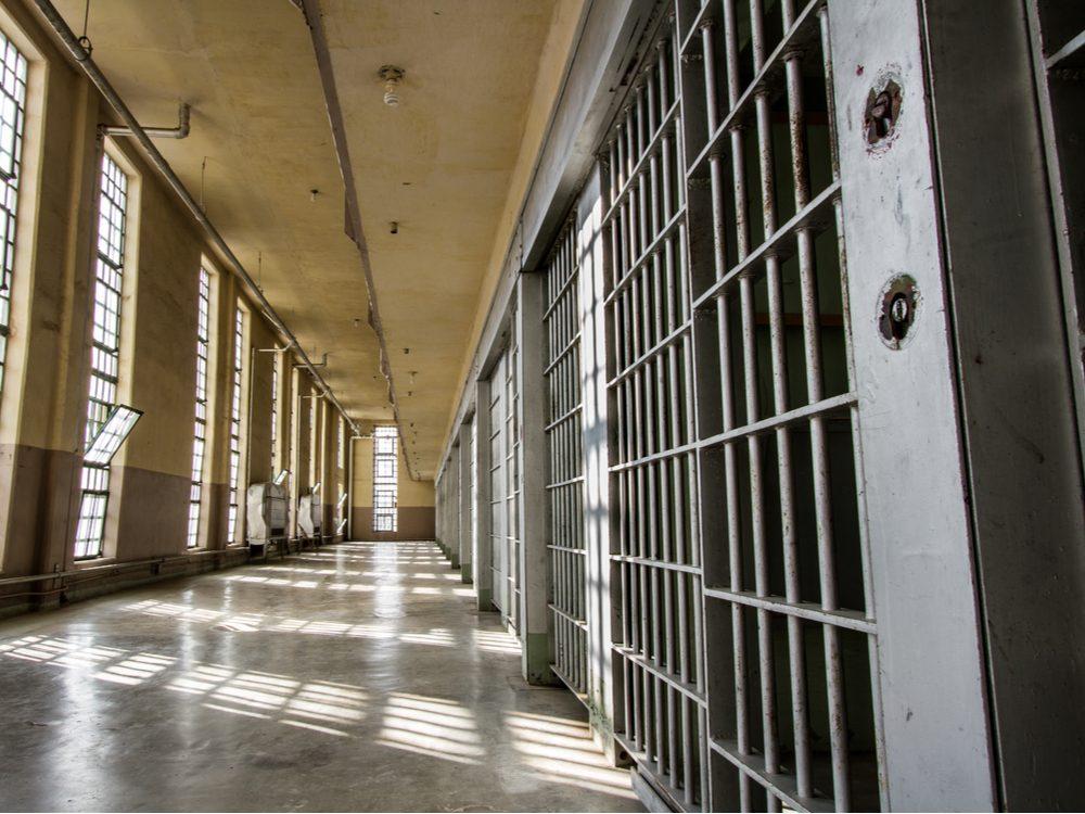 funny tweets prison cells