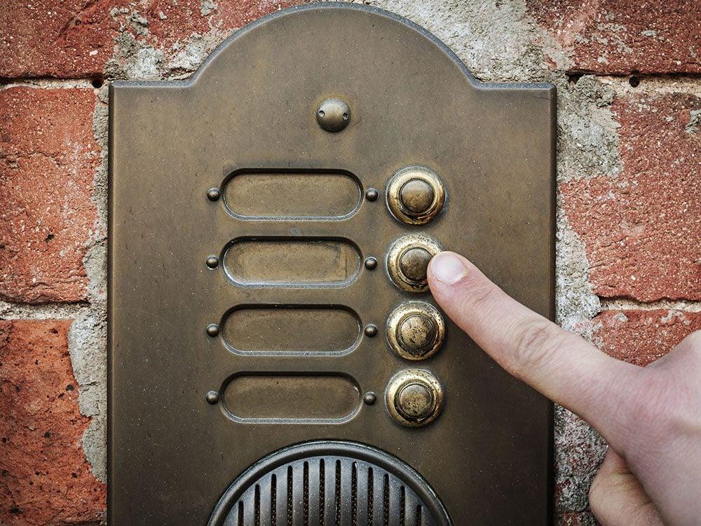 Happy birthday song - singing telegram ringing doorbell