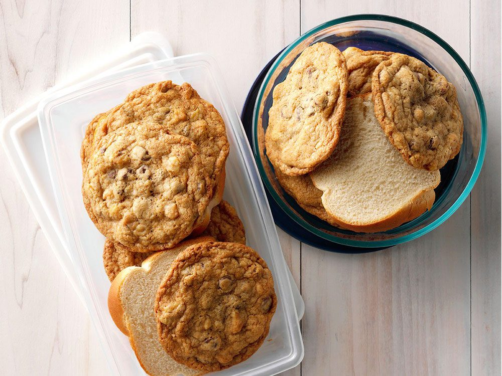 Kitchen hacks - Keep cookies fresh
