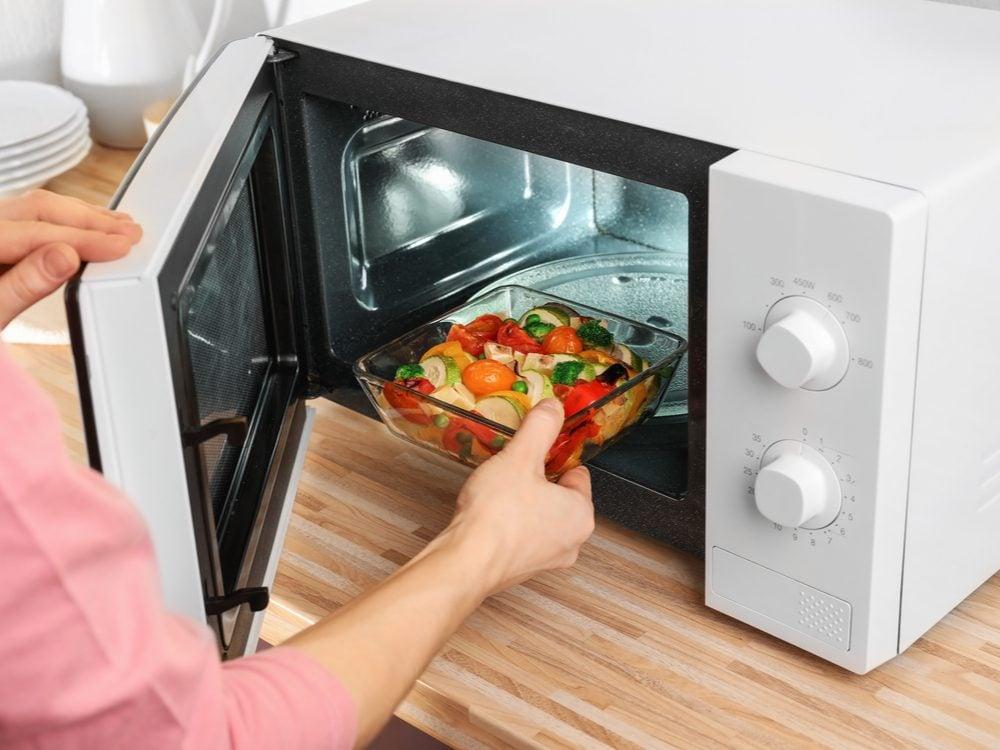 kitchen appliance mistakes microwave