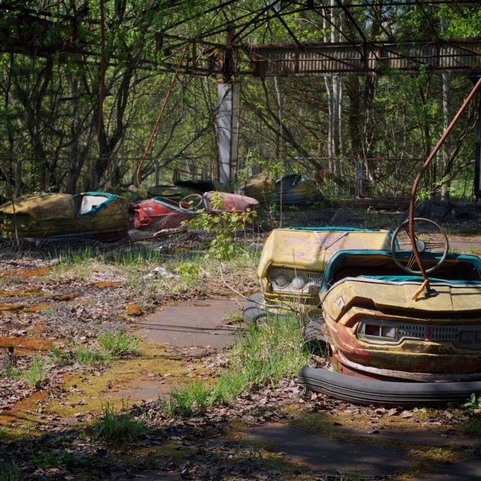 25 Chilling Photos of Abandoned Places Around the World