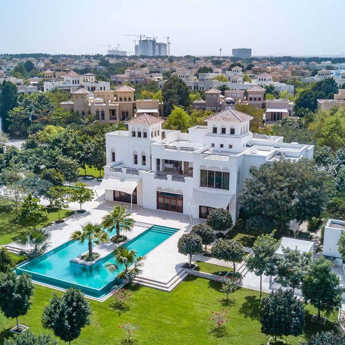 White mansion in Acacia, Dubai