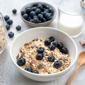 Food that may help prevent cancer - Bowl of cereal and blueberries