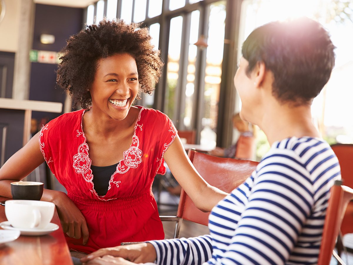 How to be a more thankful person - women making a connection coffee shop
