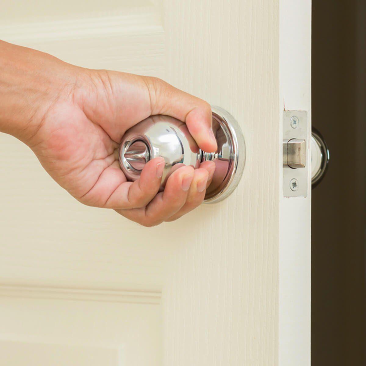 shutterstock_134272517 door knob