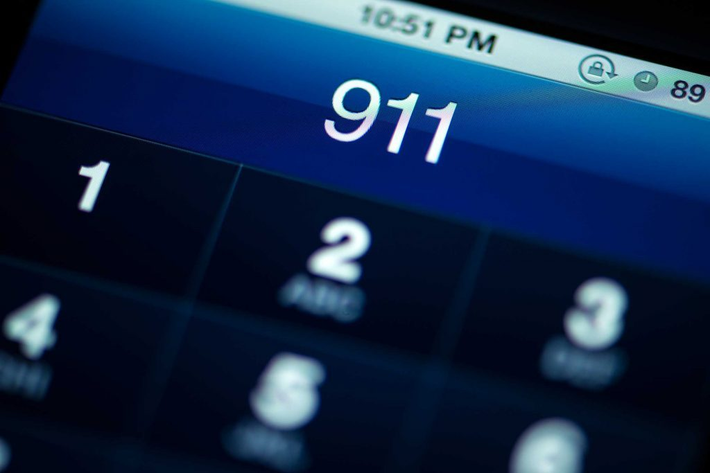 911 on smartphone lock screen