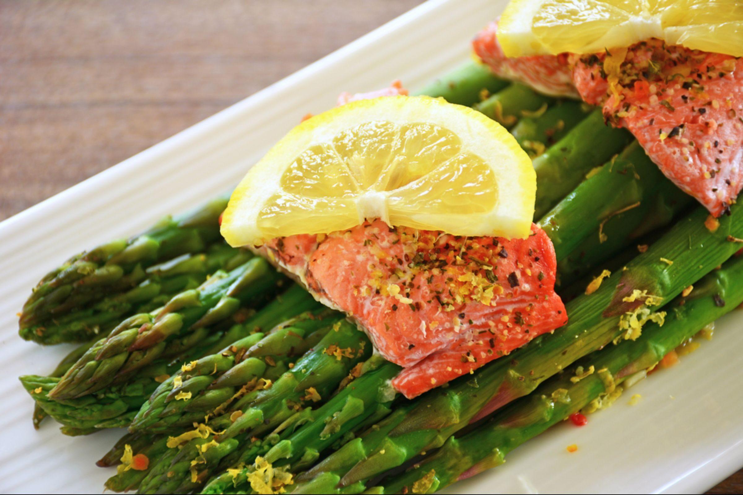 Roasted asparagus with salmon