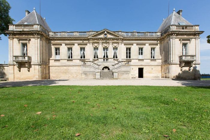 chateau couffins castle airbnb