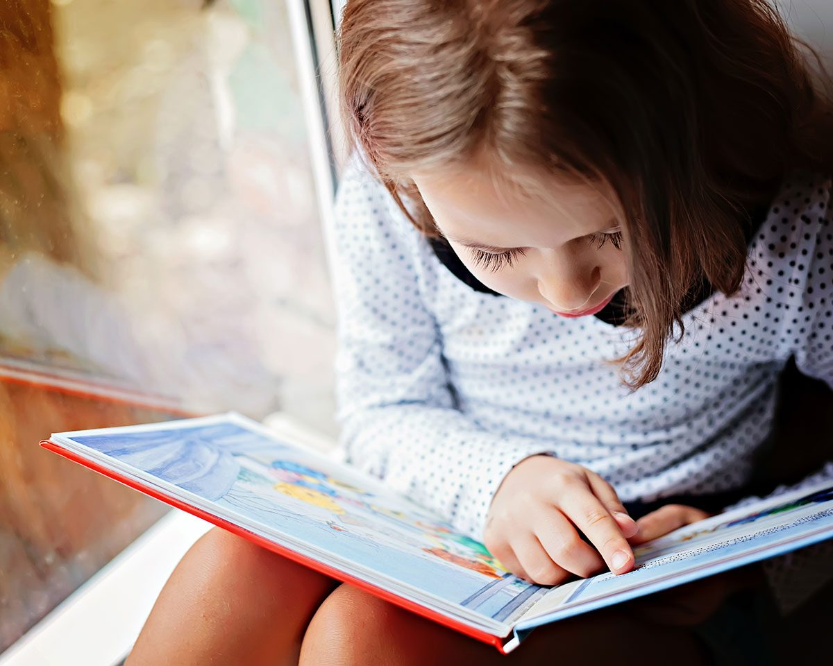 Hilarious Tweets - little girl reading