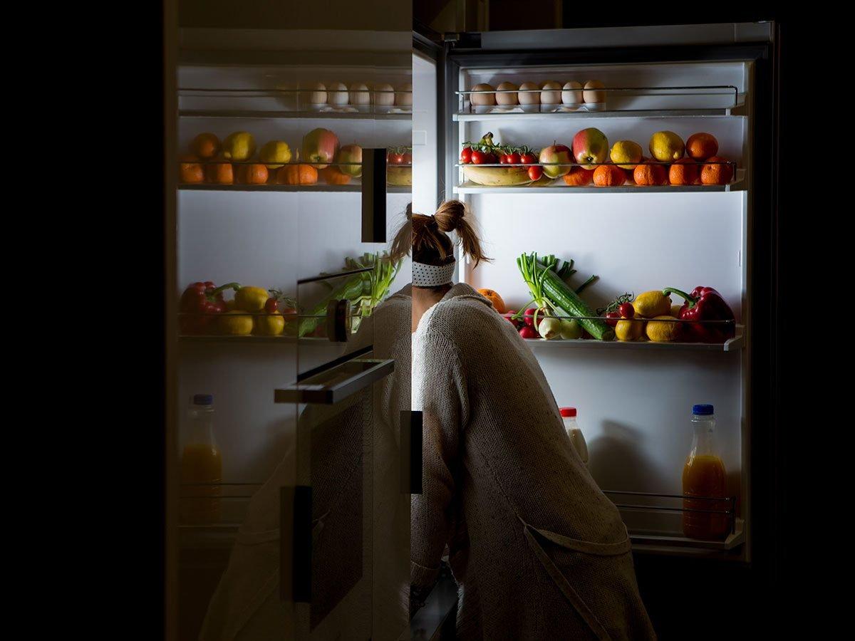 Hilarious Tweets - midnight snack woman fridge