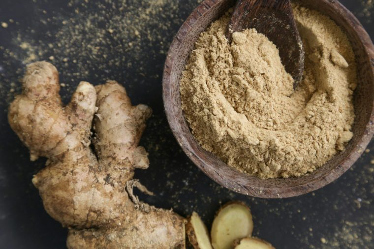 Whole ginger and ginger powder
