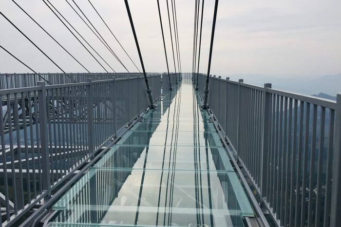 longest vantilevered glass bottomed skywalk world record
