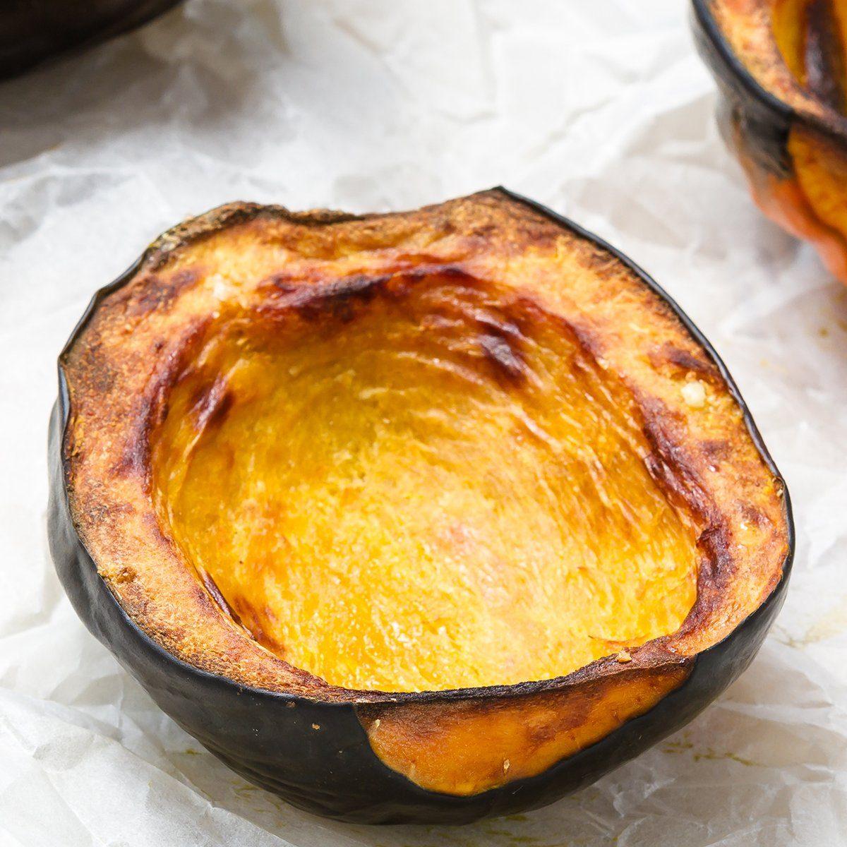Baked acorn squash; Shutterstock ID 212693800; Job (TFH, TOH, RD, BNB, CWM, CM): TOH